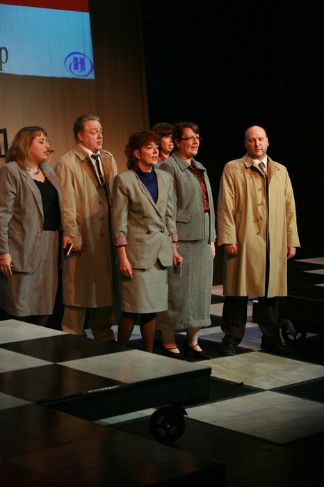 Anne Roggensack, Carl Bishop, Sherry West, Lindsay Harle, Diana Venzi and Mike Opitz in Chess